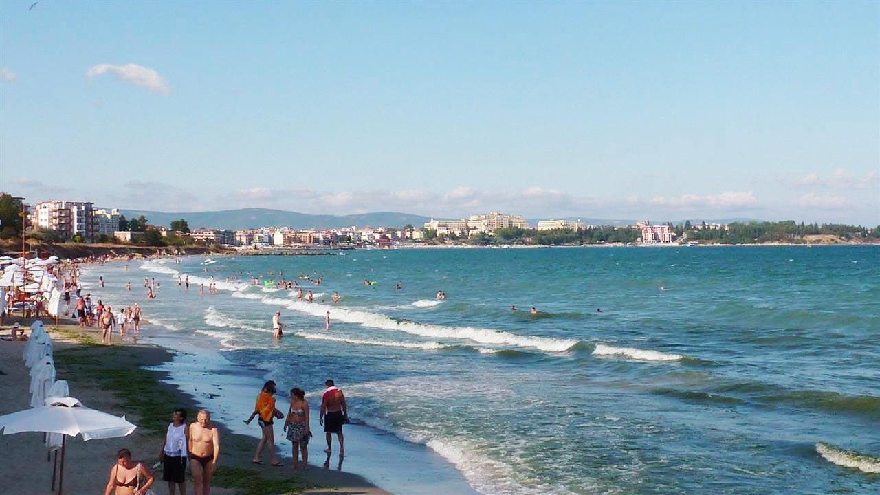 Фото моря с пляжем